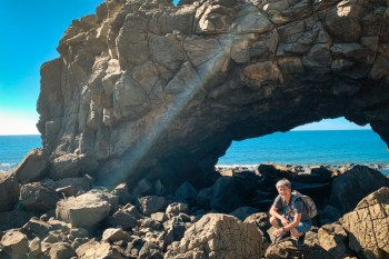 澎湖景點▶︎鯨魚洞&小門海洋地質公園,巨大海蝕洞IG景點打卡去!周邊人氣美食順道吃