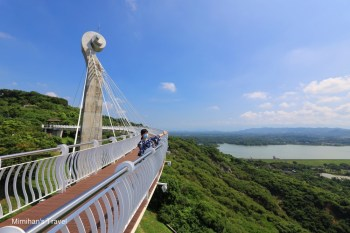 高雄景點|崗山之眼:天空廊道俯瞰大高雄美景,交通門票&順遊景點美食指南