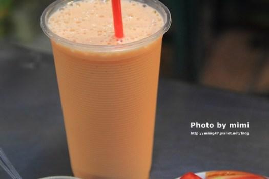 【台南。小吃】阿田水果店:選果好功夫,蕃茄切盤好吃沒話說。府城第一杯木瓜牛奶的誕生地~