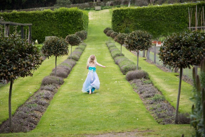 scilly-tresco-abbey-garden-girl-running