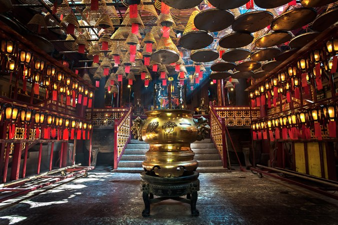 man-mo-temple-interior-hong-kong