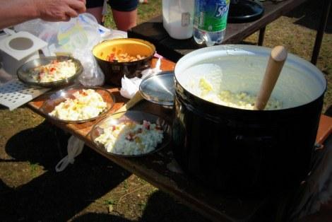 Súťaž vo varení bryndzových halušiek v Ochodnici