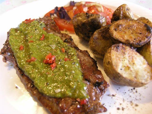 grillad ryggbiff-chimichurri-tallrik_mellan