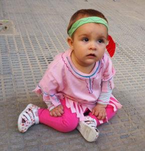 La baby con sus zapatos Garvalin