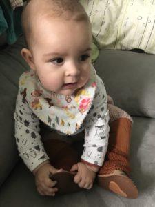 La baby con el culote, calentadores y zapatitos de Txell Lagresa