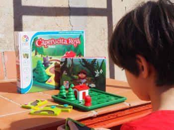 Jugando Caperucita Roja de Smart Games