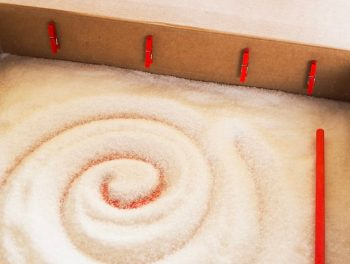 Trazo en sal, caja con mini pinzas