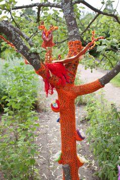 Konstutställning i Aspegrens trädgård