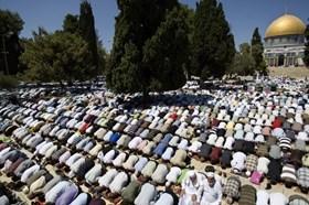 DI TENGAH PENJAGAAN KETAT ISRAEL, 30 RIBU MUSLIM SHALAT JUMAT DI AL-AQSHA