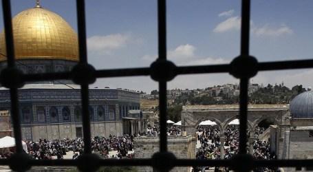 POLISI ISRAEL LARANG ANAK-ANAK DAN WANITA PALESTINA MASUKI AL-AQSHA