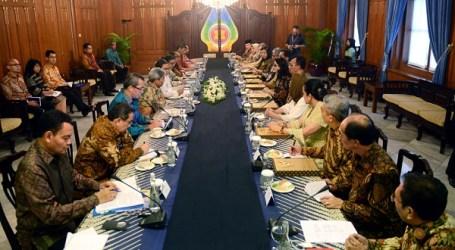 Menlu RI Serahkan Kertas Tugas Duta Besar LBBP Republik Indonesia untuk Negara Sahabat
