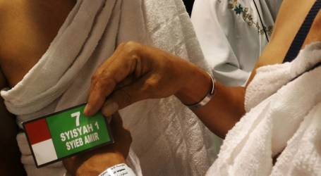 Uji Coba Gelang GPS Untuk Jamaah Haji Lansia