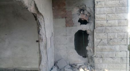 Israel Ledakkan Rumah Keluarga Tahanan Palestina di Dura