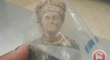 Israel Tahan Pemuda Palestina Bawa Patung Romawi di Allenby