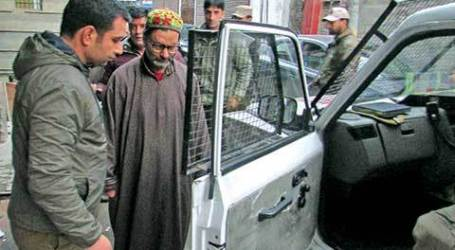 Pemimpin Muslim Kashmir Ditangkap dalam Kondisi Sakit