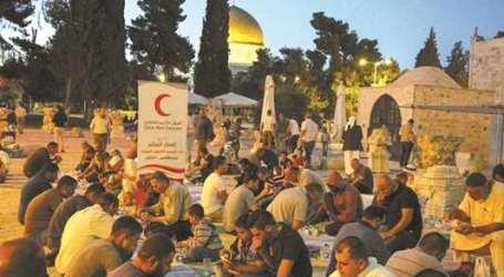 Bulan Sabit Merah Qatar Buka Bersama di Al-Aqsha