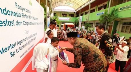 Kemenag Salurkan Kartu Program Indonesia Pintar
