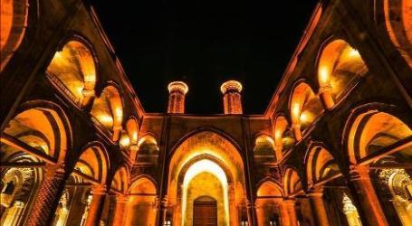 Madrasah Dua Menara di Turki Timur Pikat Wisatawan