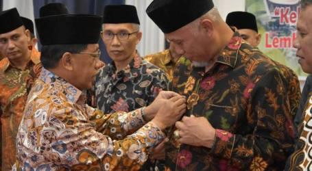 H. Mahyeldi Dilantik Jadi Ketua Umum PW Majlis Ekonomi Syariah Sumbar