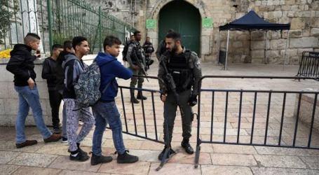 Polisi Israel Larang Tiga Warga Yerusalem Masuk Masjid Al-Aqsa