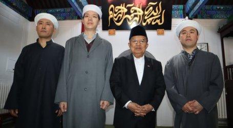 Wapres Jusuf Kalla Sholat Jumat Di Masjid Dongzhimen, Beijing