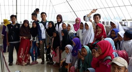 BAZNAS Ajak Anak-anak Kampung Bayam Kunjungi Monas dan Istiqlal