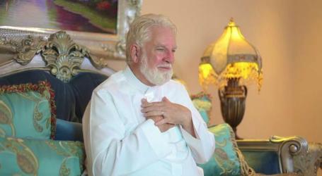 Terkesan dengan Keramahan Saudi, Mantan Pastor AS Memeluk Islam