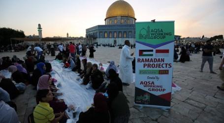 AWG Bagikan Paket Berbuka Puasa di Masjid Al-Aqsha Palestina