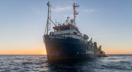 Menentang Larangan Italia, Kapal Penyelamat Pengungsi Masuki Lempedusa