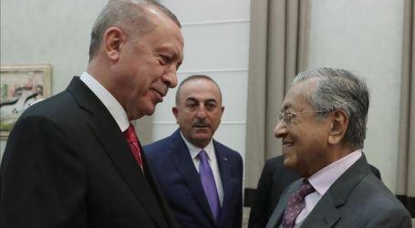 Erdogan Sambut Mahathir di Bandara Ankara