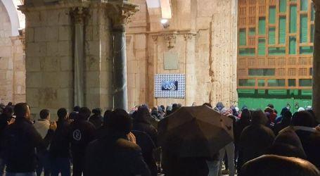 Ratusan Warga 'Subuh Al-Isra' Berjamaah di Al-Aqsa
