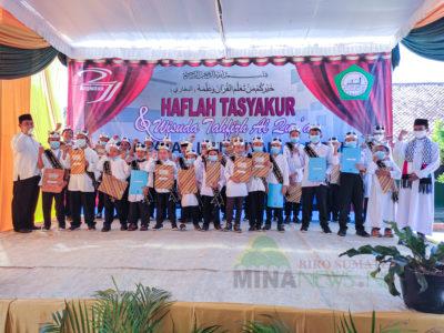 Prosesi Wisuda Tahfidz Al-Qur'an Madrasah Ibtidaiyah (MI) Al-Fatah Al-Muhajirun pada Sabtu (12/6) di Komplek Ponpes Shuffah Hizbullah dan Madrasah AL-Fatah Al-Muhajirun, Negararatu, Natar, Lampung Selatan.