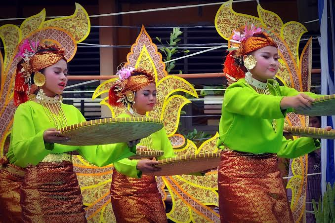 Tari Nyiru Sumatera Barat
