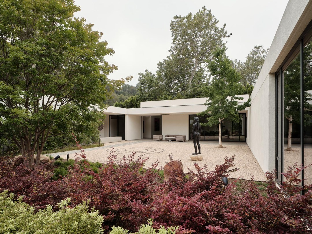 Mandeville Canyon Residence by Minardos Group