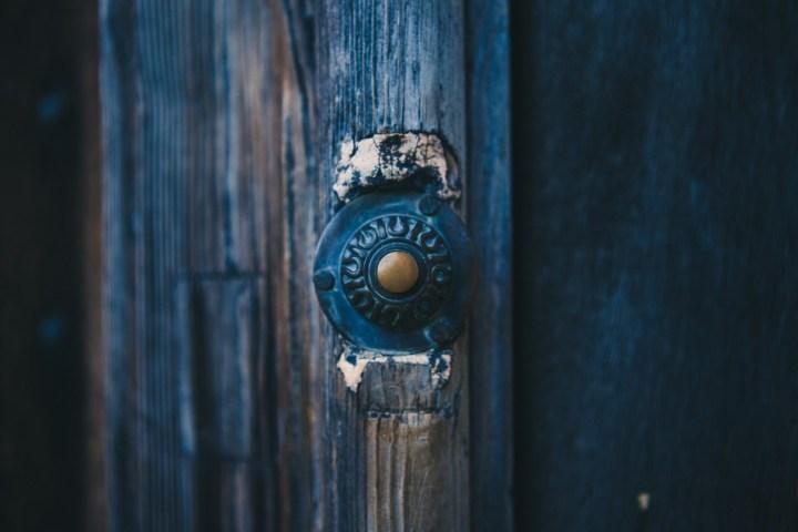 porte bleueu sonnette