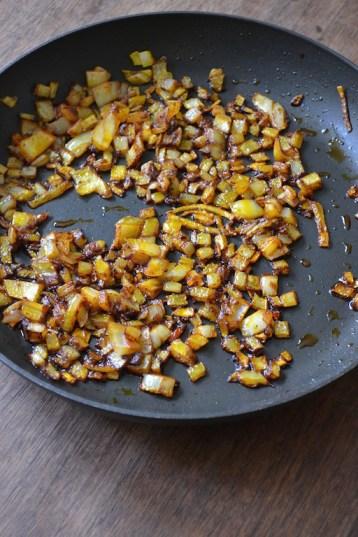 Onions in Annatto Oil