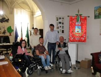 Fabio Merlino con il sindaco, Leoni, e il consigliere delegato allo sport, Perboni