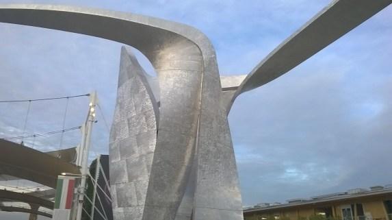 Una delle sculture presenti all'Expo 2015