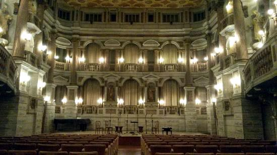 Teatro Bibiena Mantova.jpg