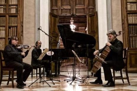 Stefano Gueresi Trio.jpg