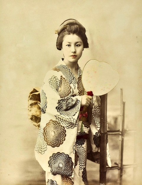 La vestizione del kimono.jpg