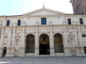 Mantova-Basilica_Palatina_di_Santa_Barbara