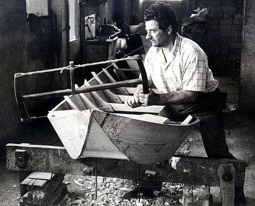 Mendes Baratti - fase di costruzione di una barca