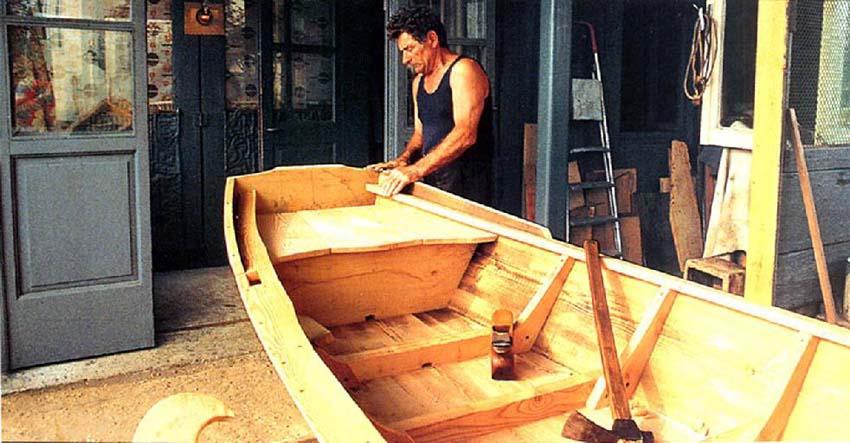 Mendes Baratti - fase di finitura di una barca