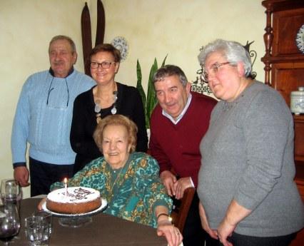 Nelia Frascari con i nipoti in occasione del compleanno