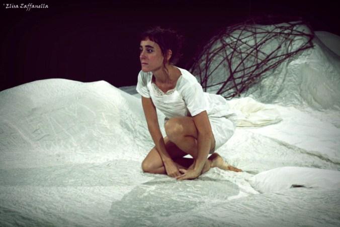 Simona Gambaro in A pancia in su.jpg