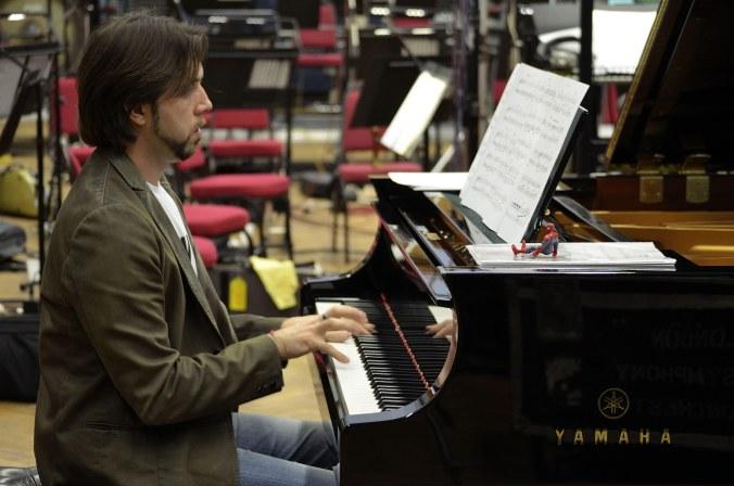 Alberto Pizzo al piano.jpg