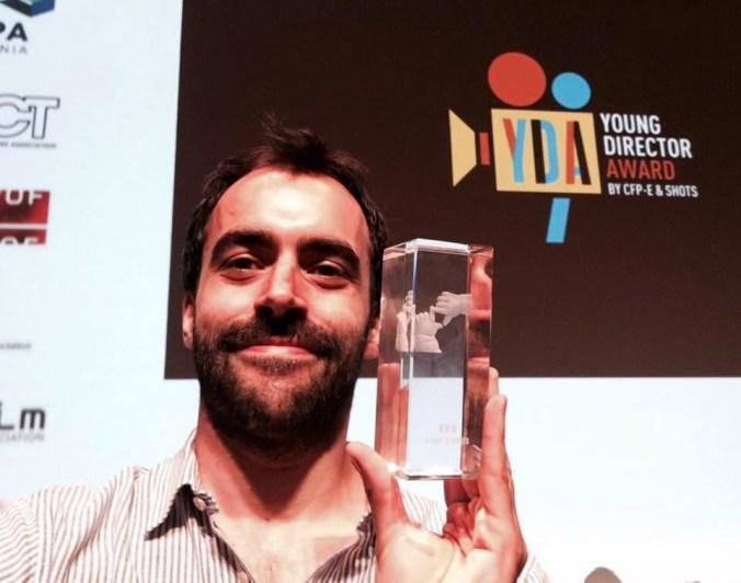 Davide Gentile con il premio.jpg
