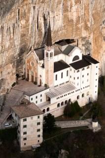 Spiazzi-di-Caprino-Veronese-Santuario-della-Madonna-della-Corona