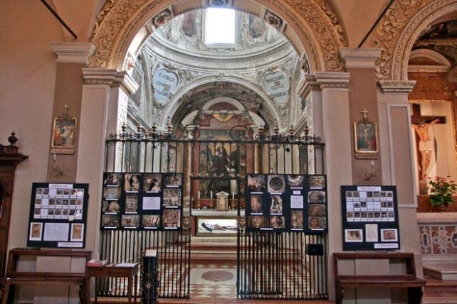 cappella della beata Paola Montaldi.jpg